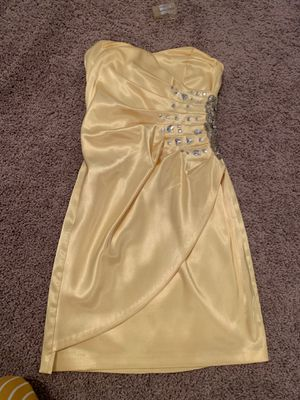 Beautiful yellow formal dress size 1/2 for Sale in Arlington, TX