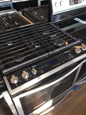 Whirlpool Slide In Gas Stove for Sale in Carson, CA