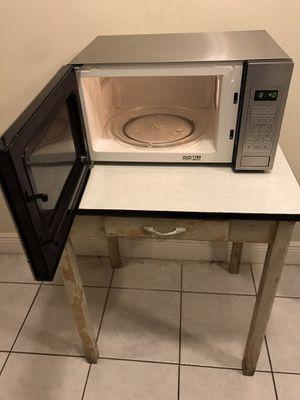 Oyster 1100 Watt Microwave for Sale in Fort Lauderdale, FL