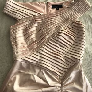 Free TADASHI Pleated blush gown Sz 12 for Sale in Norwalk, CA