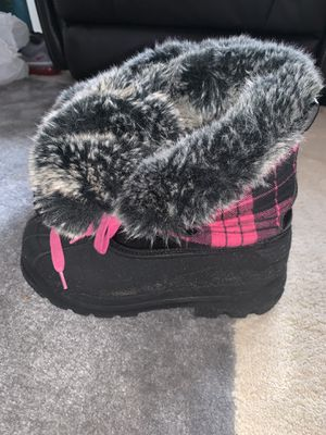 Size 4 girl snow boots for Sale in Petersburg, VA