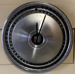 Vintage Original Buick Tri Shield Stag Emblem Hubcap Wall Clock-Fantastic! for Sale in Lemont,  IL