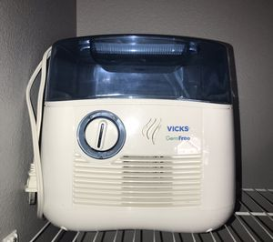 Vicks germ free humidifier for Sale in Bonney Lake, WA