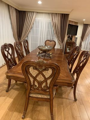 Wooden Table with 8 chairs!! Amazing table very good condition! Used for 5 years! for Sale in Burbank, CA
