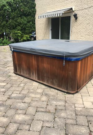 8 ft by 8 ft hot tub with cover for Sale in Addison, IL