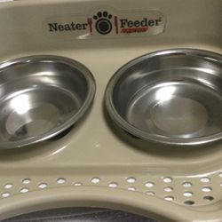 Neater Feeder For Small Animals 10.00 Great Buy for Sale in Port Richey,  FL