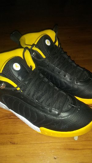 Jordon yellow and black jumpman for Sale in Oakland, CA