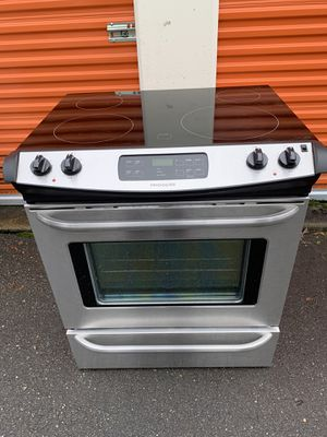 Slide in Electric Range Stainless steel CAN DELIVER for Sale in Monroe, WA