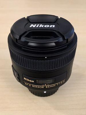 Like new Nikon NIKKOR 85mm f1.8 lens 85 1.8 for Sale in San Diego, CA