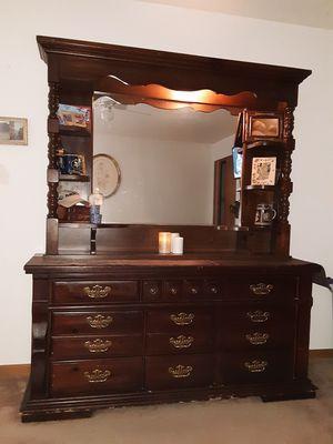 5 piece Master Bedroom Set for Sale in Waterloo, IA