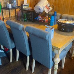 Dining Room Table And Chairs for Sale in Putnam,  IL