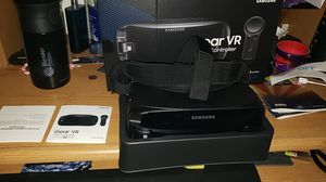 Samsung gear vr with controller for Sale in Phoenix, AZ