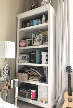 5 Layers White Bookshelves (Only) for Sale in Aurora, IL