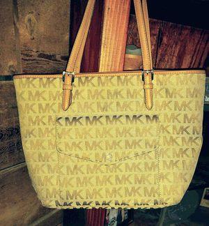 Michael kors handbag for Sale in Pinson, AL