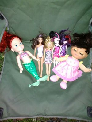 A bunch of nice dolls and jump ropes for Sale in Clanton, AL