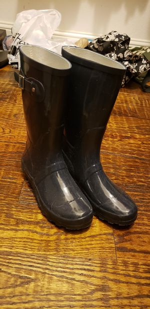 Womens clothes and boots for Sale in Mansfield, TX