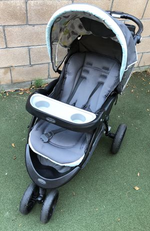 Good condition Baby Trend stroller with 2 car seats and 2 base for Sale in Arcadia, CA