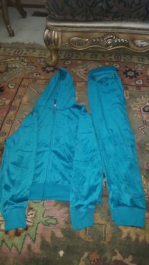 Clothes for women size medium for Sale in Renton, WA