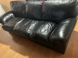 Black couch for Sale in Hayward, CA