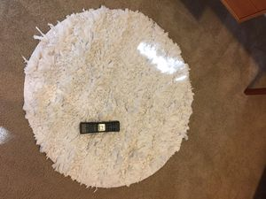 2 white round shag carpets for Sale in Issaquah, WA