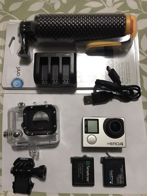 Gopro 4 silver. Like new for Sale in Tacoma, WA