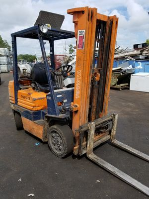forklift toyota 5000lbs lift capacity. for Sale in Clearwater, FL