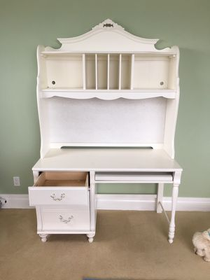 Desk White Beautiful Details for Sale in Clearwater, FL