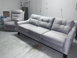 "Couch and Electric Recliner Set. (Great condition sofa) ""Cindy Crawford Edition"" for Sale in Tampa, FL"