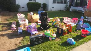 Clothes,toys,Etc for Sale in Fresno, CA