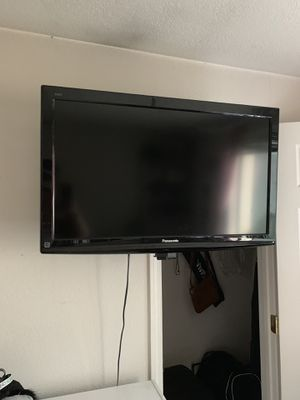 "Panasonic 48"" Flat Screen TV with wall mount for Sale in Kirkland, WA"