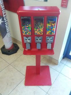 Candy Vending Machine for Sale in Pleasant Hill,  IA
