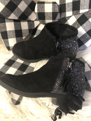 Size 12 girls boots for Sale in El Paso, TX