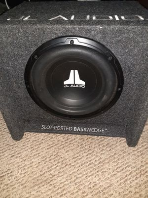 JL Audiow3v3 10 in JL WEDGE Slot -Port Box for Sale in Honolulu, HI