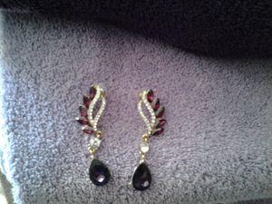 Beautiful Swaroski Diamond Earrings for Sale in Laveen Village, AZ