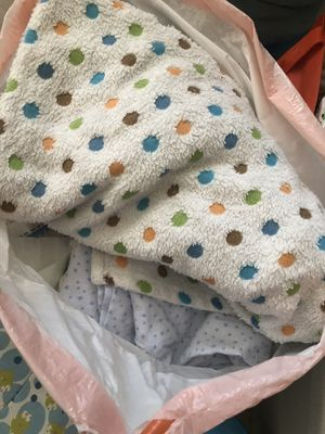 FREE BABY 👶🏻 BOY 👦🏽 BLANKETS & BATHER for Sale in Lynwood, CA