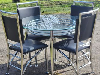 "Contemporary Round Glass Top Table With 4 Chairs (Black And Chrome), Very Good Condition 45"" Diameter, 29½""T for Sale in Olalla,  WA"