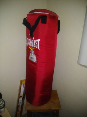 Everlast Red Punching bag for Sale in Clearwater, FL