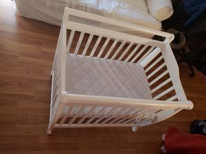 Baby crib (coverts to bed) for Sale in Maryland City, MD