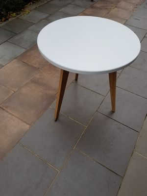 Small round table for Sale in Kirkland, WA