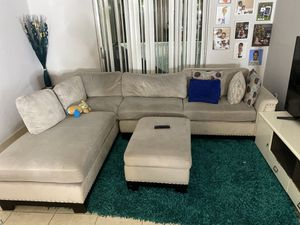 grey sectional couch for Sale in North Miami Beach, FL