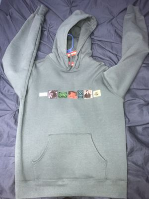 Supreme jacket for sale never worn sz M for Sale in Tampa, FL
