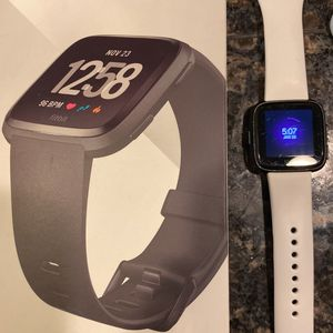 Fitbit Versa for Sale in Lake Stevens, WA