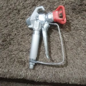 GRACO AIRLESS SPRAY GUN for Sale in Bakersfield, CA