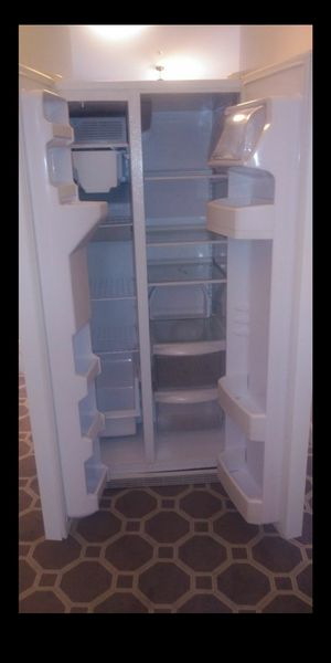 GE side by side refrigerator for Sale in Silver Spring, MD