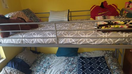 Full over twin, metal bunk bed for Sale in St. Louis,  MO