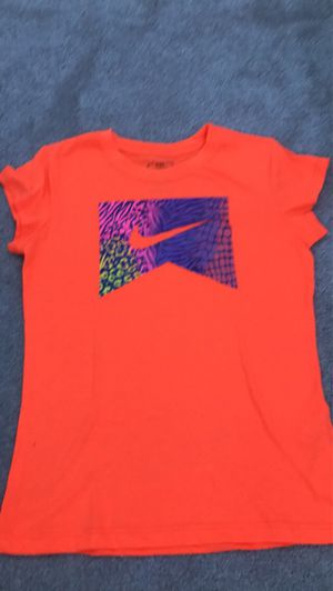 Nike girls shirt size L for Sale in Creve Coeur, MO