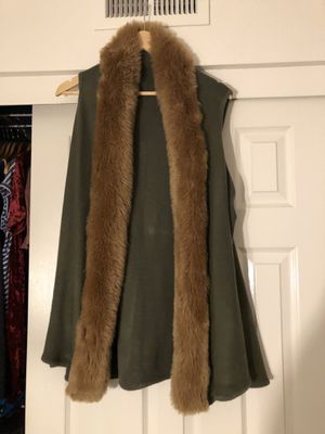 Sleeveless cardigan with fur for Sale in South El Monte, CA