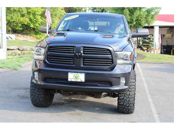 2014 RAM 1500 4wd LIFTED SPORT WITH ALL THE OPTIONS !