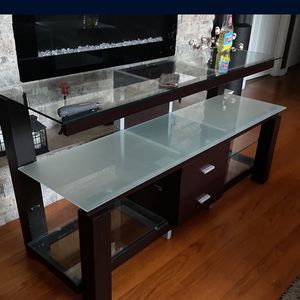 Console, TV stand Dimensions 59x20x30 for Sale in Des Plaines, IL