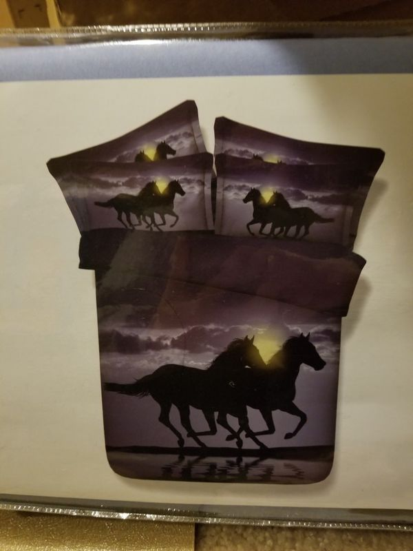 Horse Bedding Two Running Horses Digital Printing Purple Bedding 4-Piece Duvet Cover Set (Queen, Black)